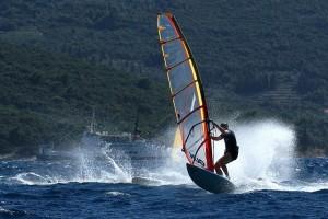 windsurfing-84615_640