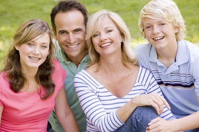 Family Practicing Healthy Communication Skills - Addiction Hope