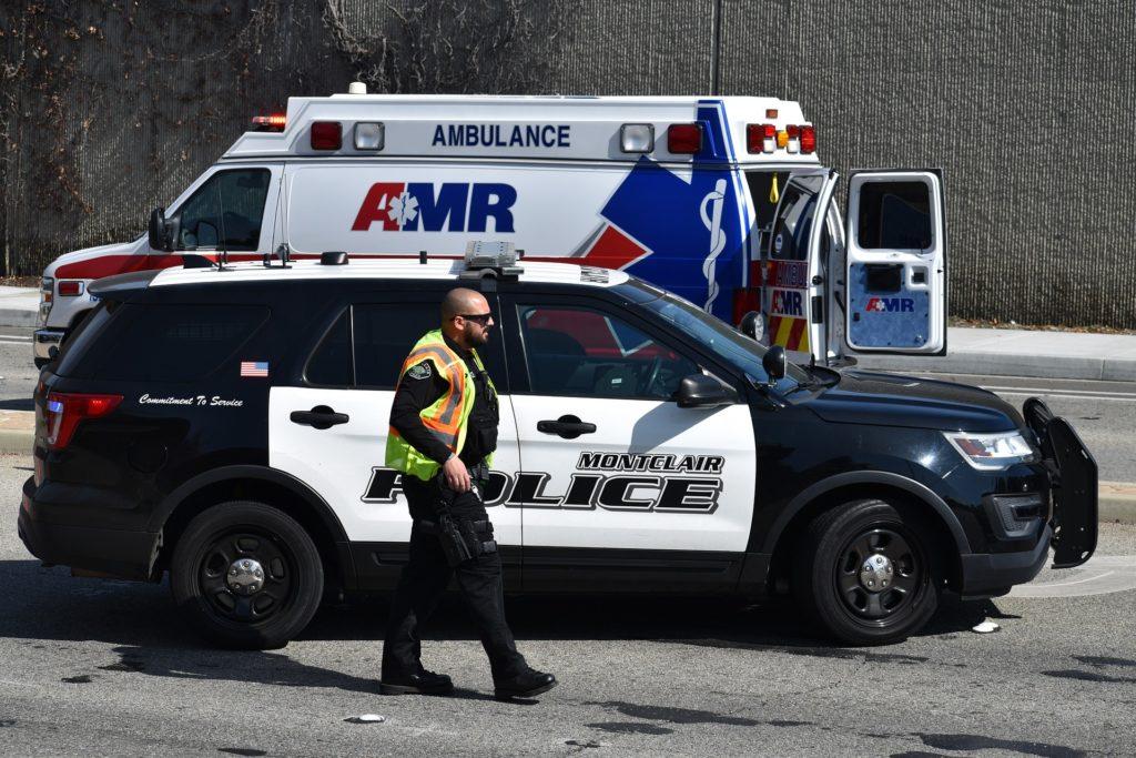 First Responder Policeman Police Car EMT Ambulance - 4858592_1920