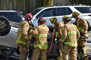 First Responders at a Car Crash Using Jaws of Life - 4894770_1920